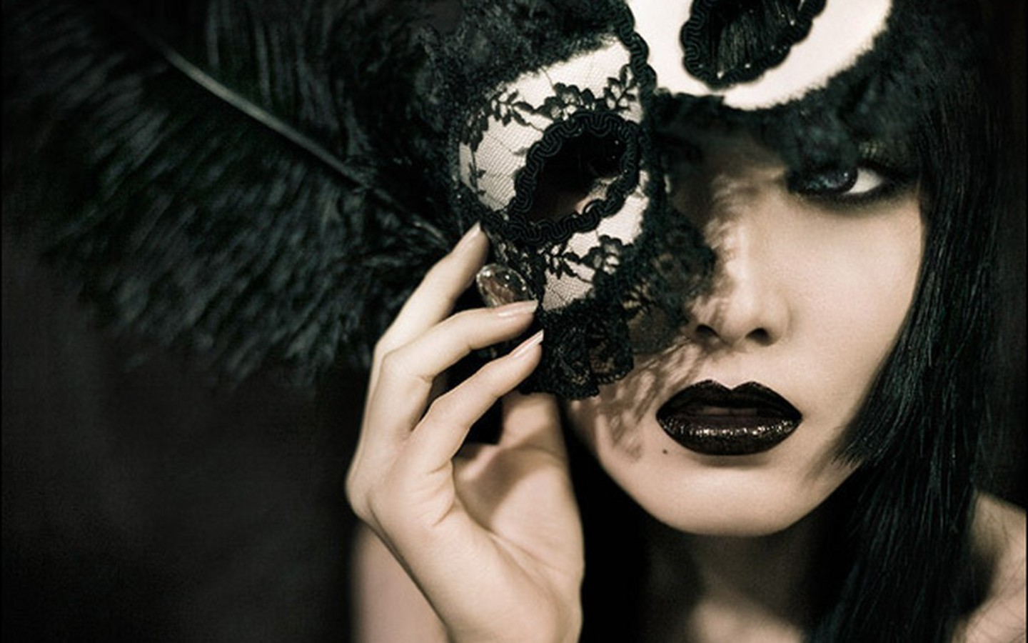 cool-girl-behind-the-mask-wallpaper