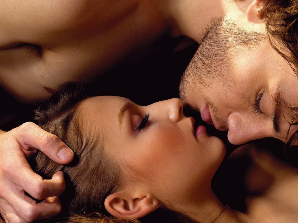 couple-kissing-hd-wallpaper-free